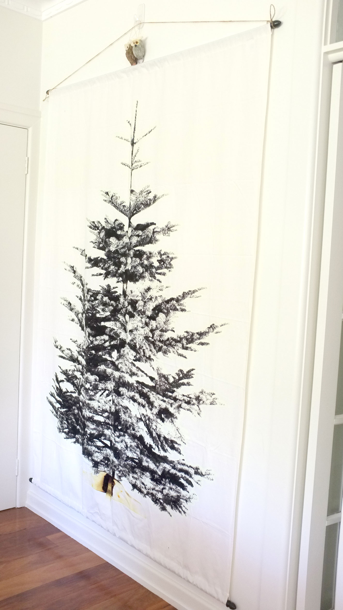 Christmas Decorating - Update 4....A Wall Christmas Tree! - Zinc Moon