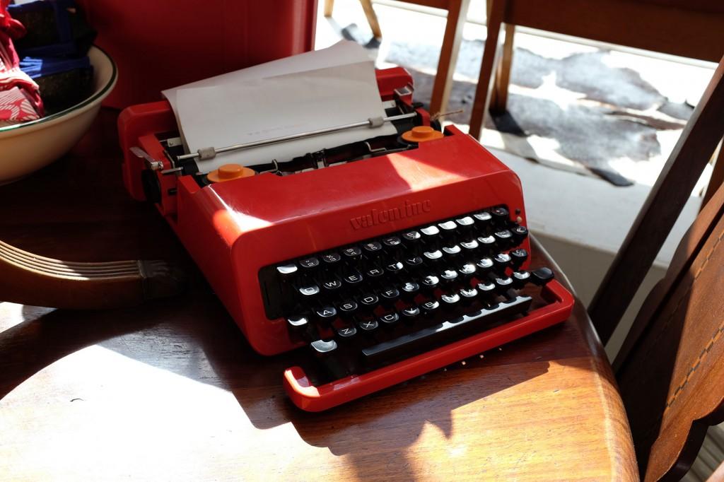 Minettes vintage typewriter