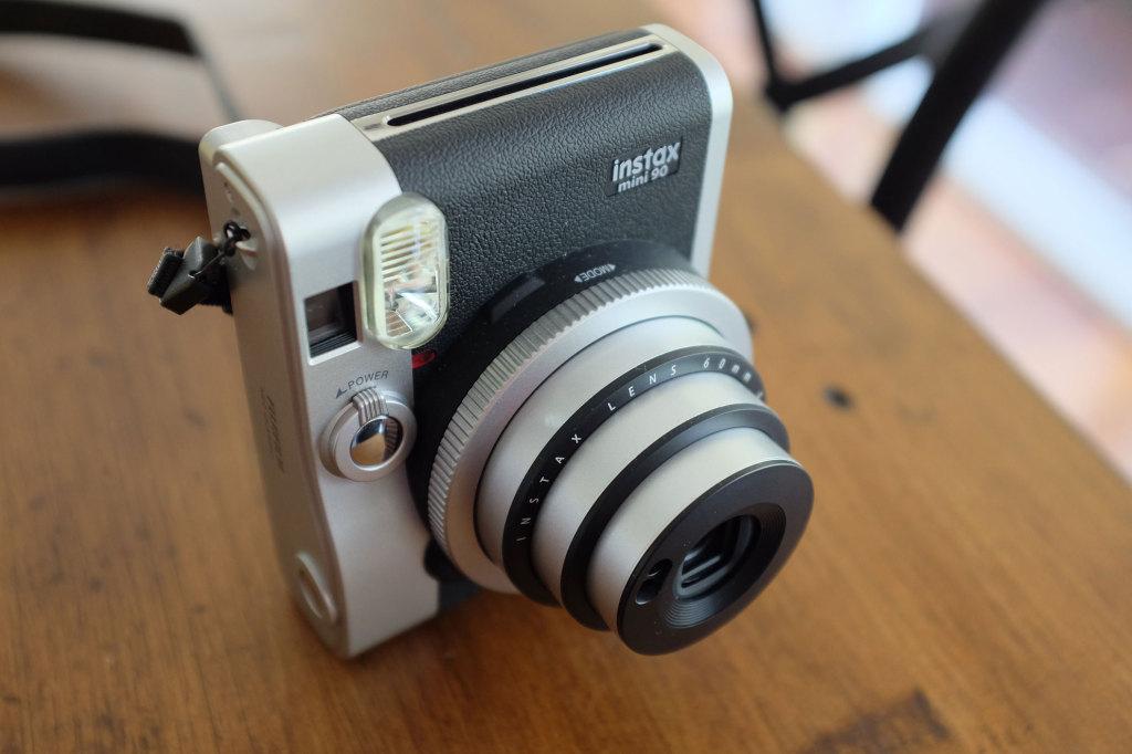 Fuji-Instax-Mini-90-lens