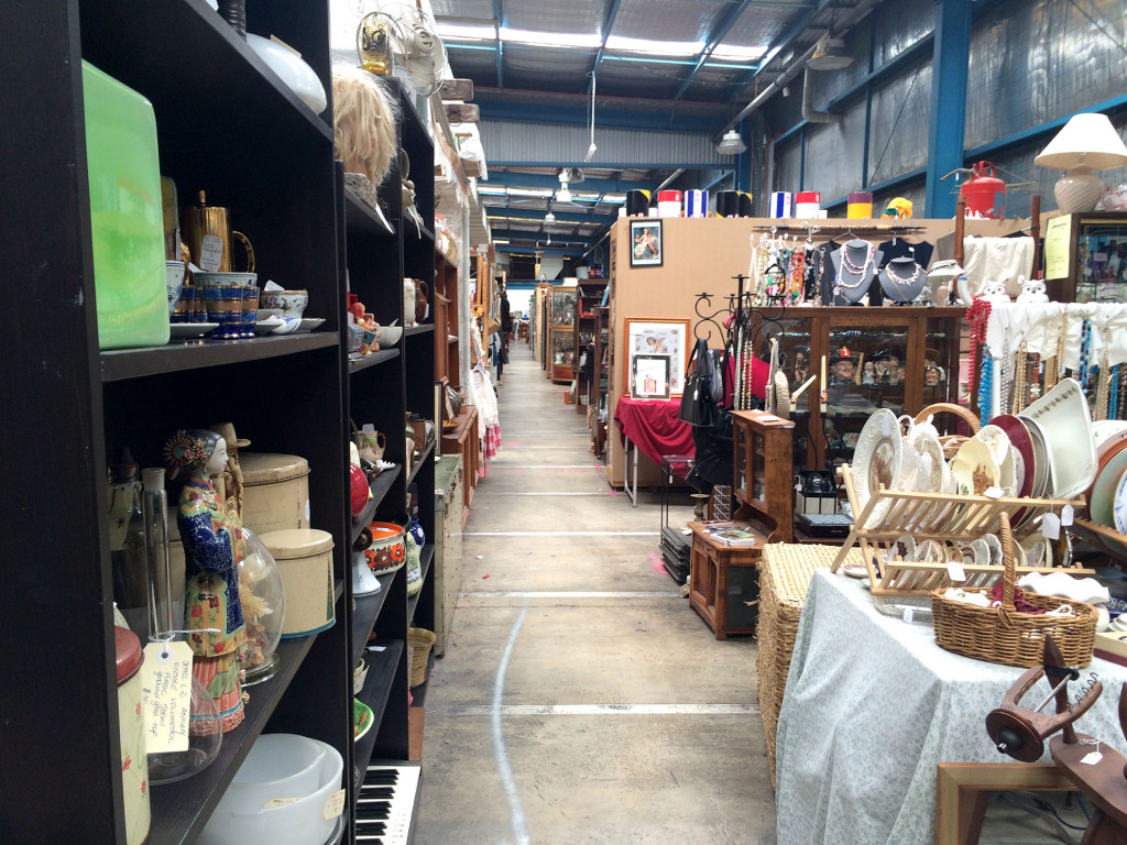 Waverley-Antique-Bazaar-aisle