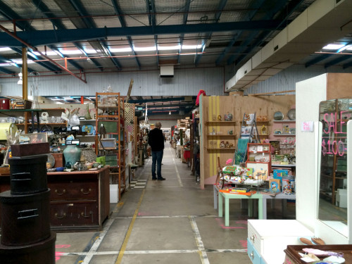 Waverley-Antique-Bazaar-aisle