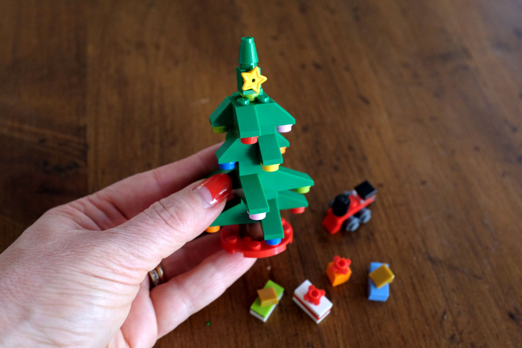 Lego-Little-Christmas-Tree