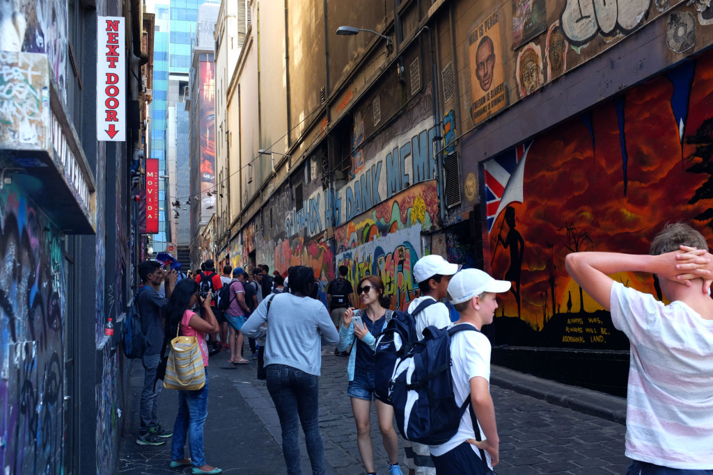 Hosier-Lane-Melbourne-Tourists