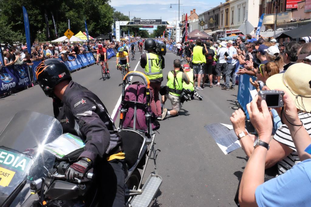 Mitchelton-Bay-Cycling-Classic-2016-Stage-4-Mens-Finishline