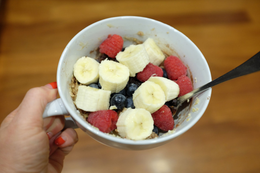 Gluten-Free-Porridge-and-Fruit