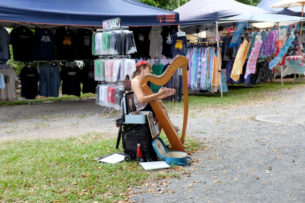 Port-Douglas-Market-Busking