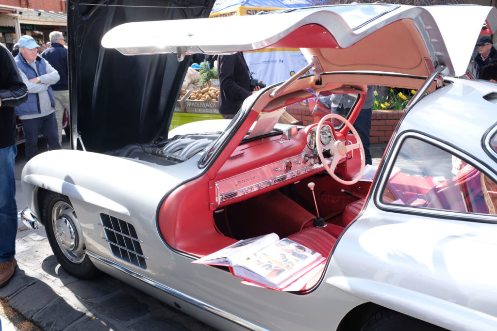 Maling-Road-Auto-Classico-Merc-Gull-Wing